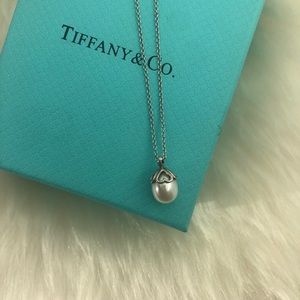 "Tiffany & Co. Heart Cap Pearl Necklace 16"""